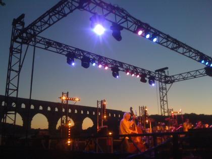 Sur le Pont du Gard, on y danse !