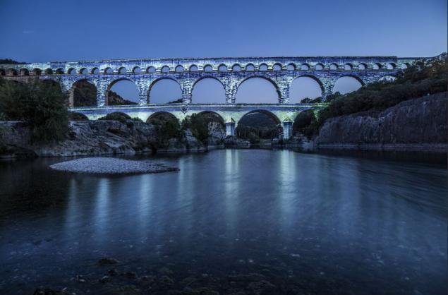 Le Pont au crépuscule