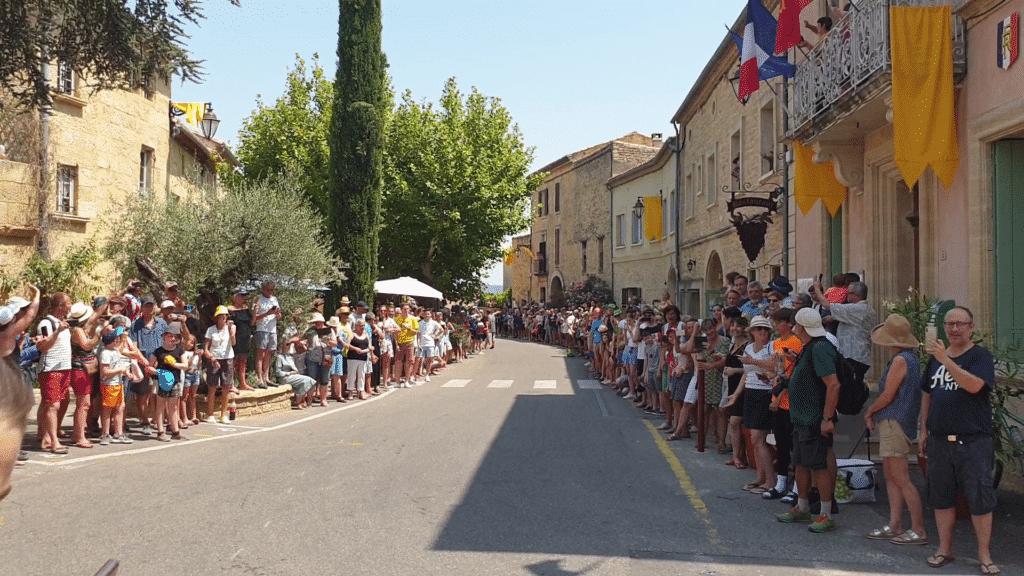 Le Tour de France est passé dans le village de Castillon-du-Gard