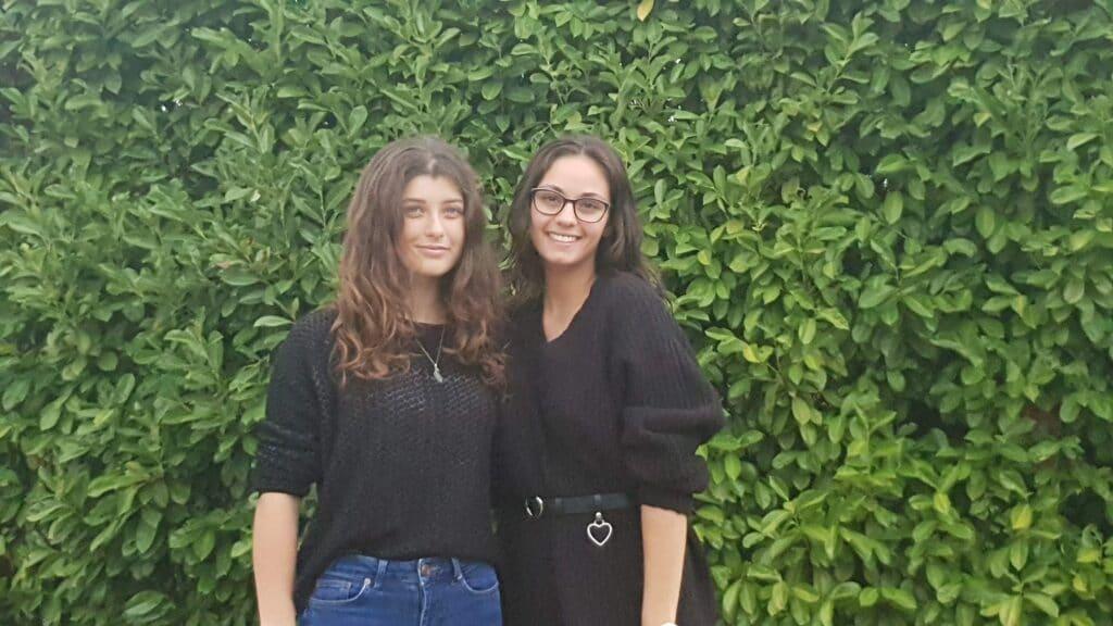 Yasmine ( à gauche) gagnante de l''apéritif chantant 2019 ©Radio RG30